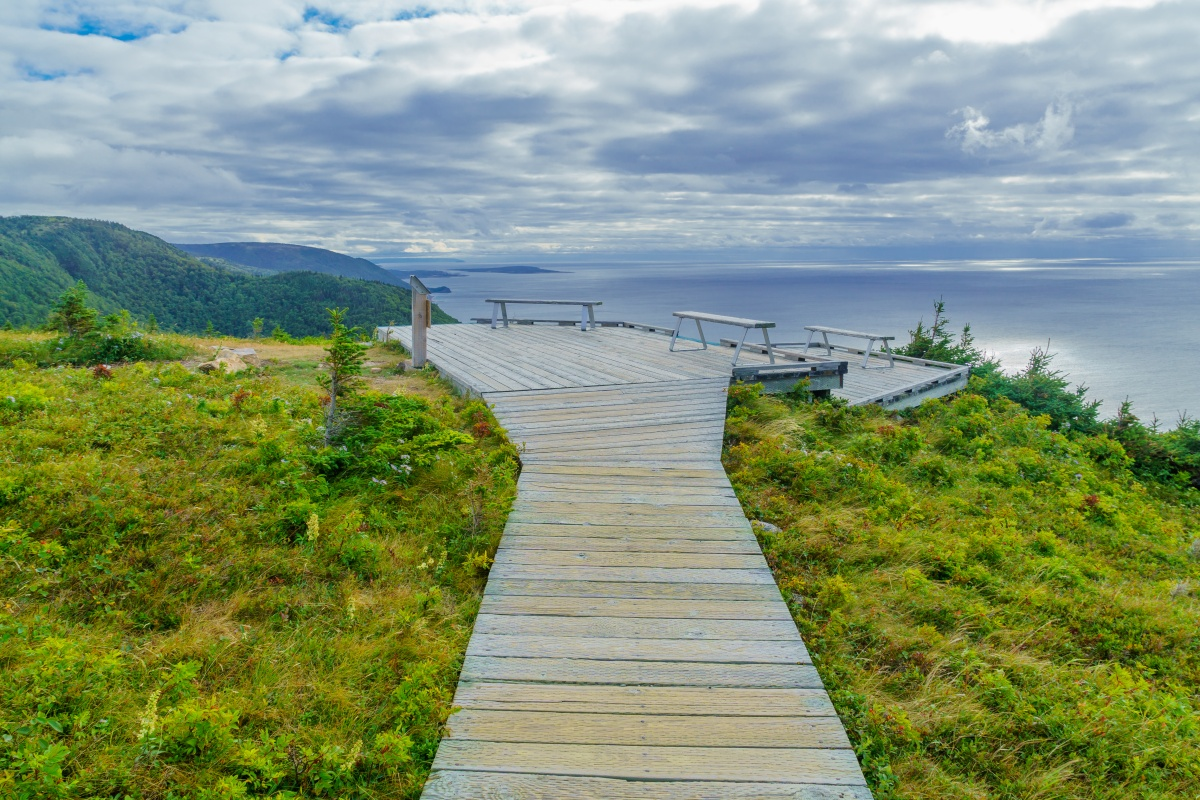 picnic tables at the side of a cliff looking over the ocean - Nova Scotia